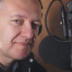 Marcin Superczyński w studio Uniwersyteckiego Radia KUL
