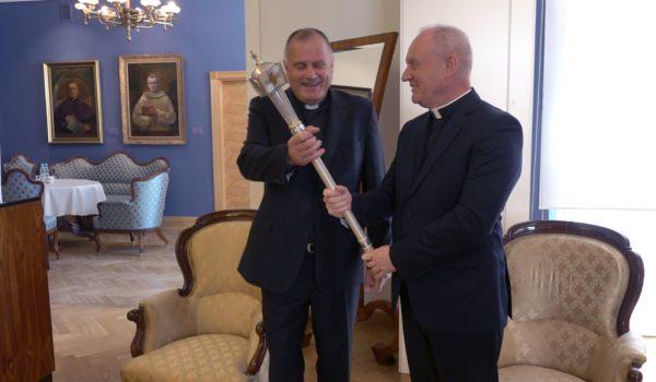 Przekazanie insygniów rektorskich